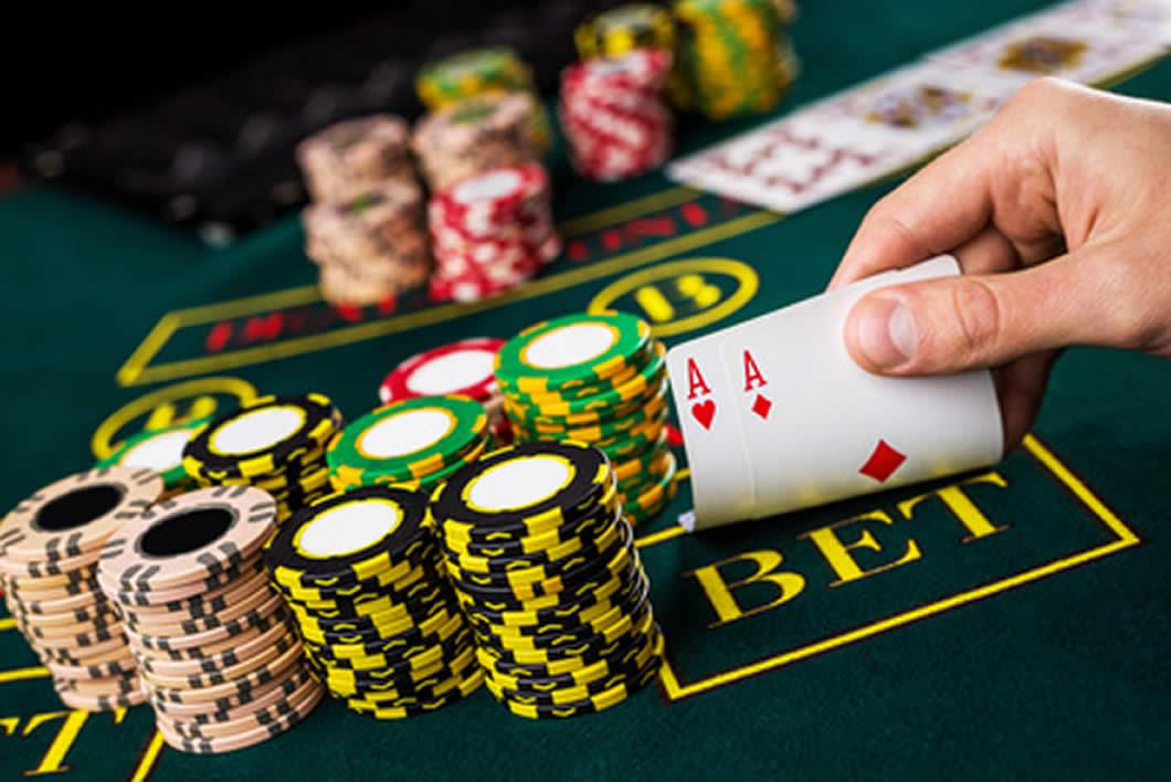 オンラインカジノで人気の「ライブカジノ」とは?メリットや種類について